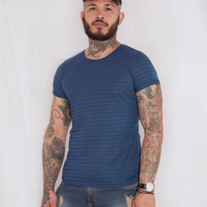 Camiseta básica azul rayas