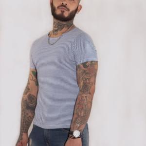 Camiseta básica rayas azules